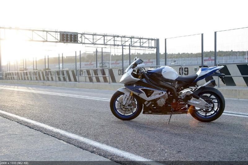 Новый спортбайк BMW HP4 2013